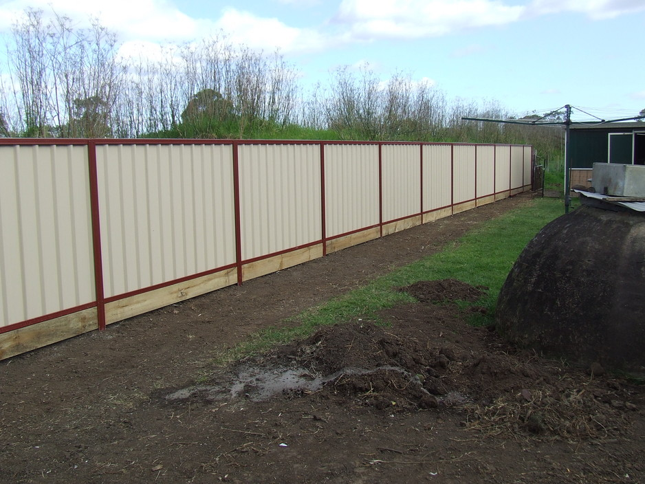 Colorbond fencing with sleeper under