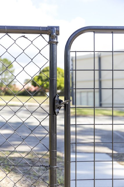 Chain wire and mesh gate