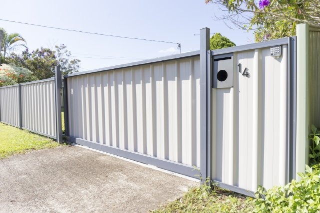 Colorbond siding gate electric