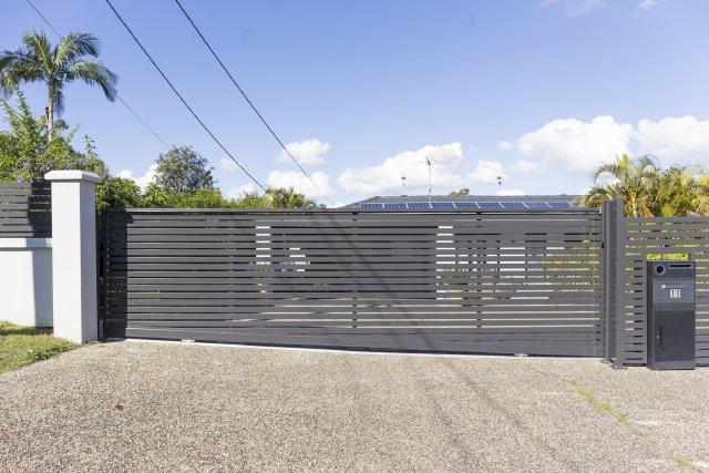 Aluminium Slat Gate 65mm horizontal slats with 20mm gap - Woodland Grey