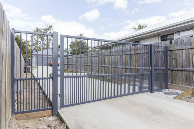 Aluminium Battleaxe block entry - Ironstone Swing Gate Pa gate and Infill panel
